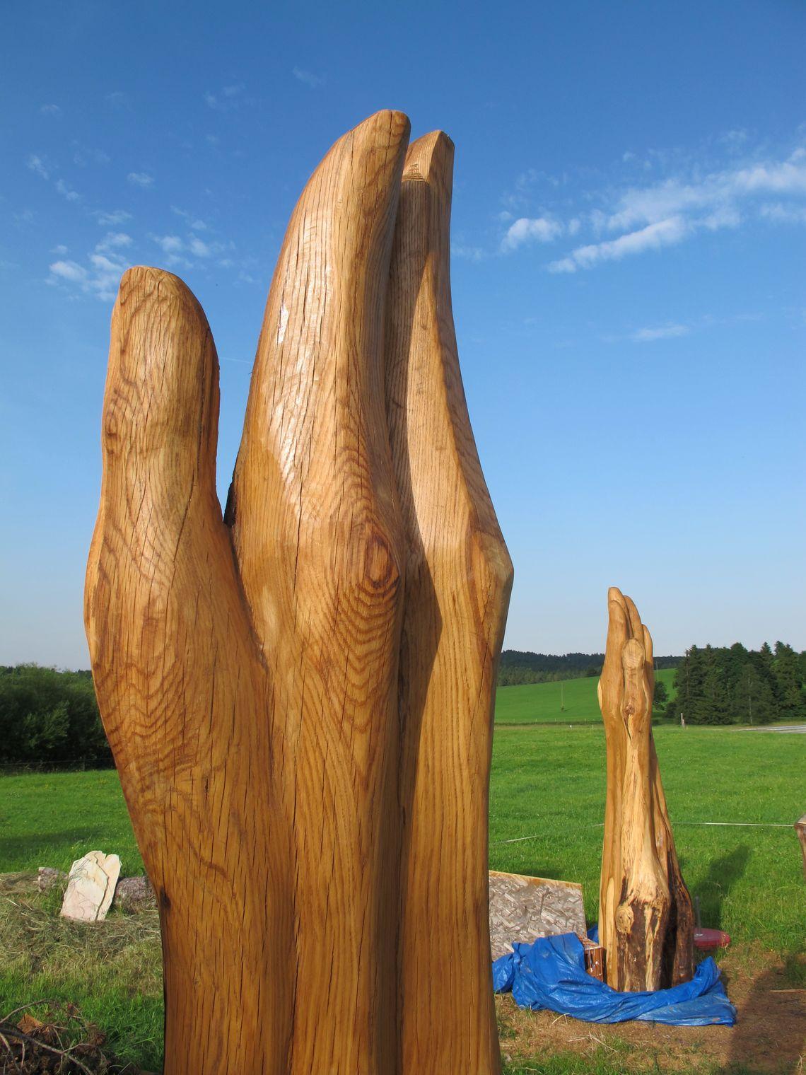 Hände aus Holz  , Kur- und Tourismusbüro Oy-Mittelberg