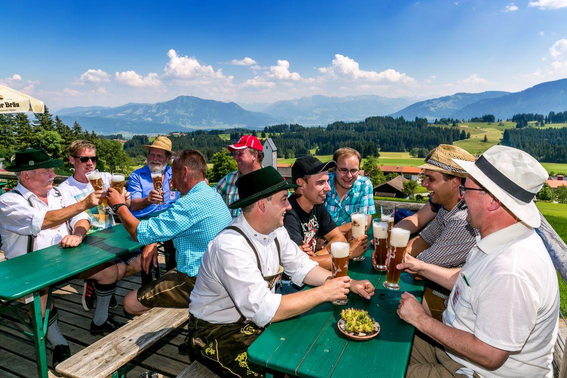 Auf der Höfle Alpe Panorama  - © Allgäuer Bergbauernmuseum / Ralf Lienert , Kur- und Tourismusbüro Oy-Mittelberg