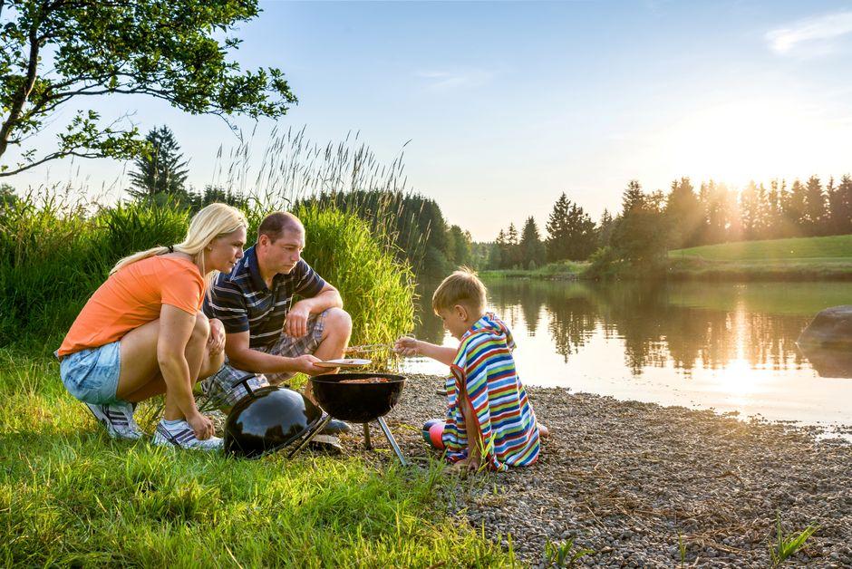 Familien Grillen Sticher Weiher  - © Kees van Surksum , Kur- und Tourismusbüro Oy-Mittelberg