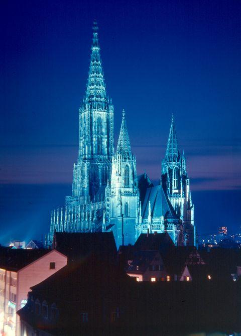 Ulmer Münster bei Nacht  - © Ulm/Neu-Ulm Touristik GmbH / Stadtarchiv Ulm , Kur- und Tourismusbüro Oy-Mittelberg