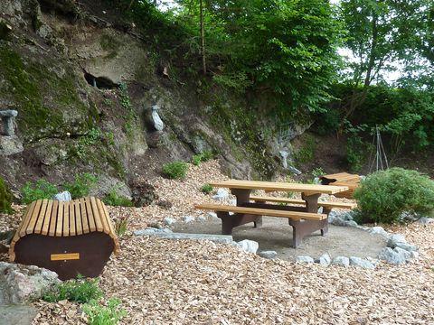Picknickbank im Felsengarten  - © Praxis bildet , Kur- und Tourismusbüro Oy-Mittelberg