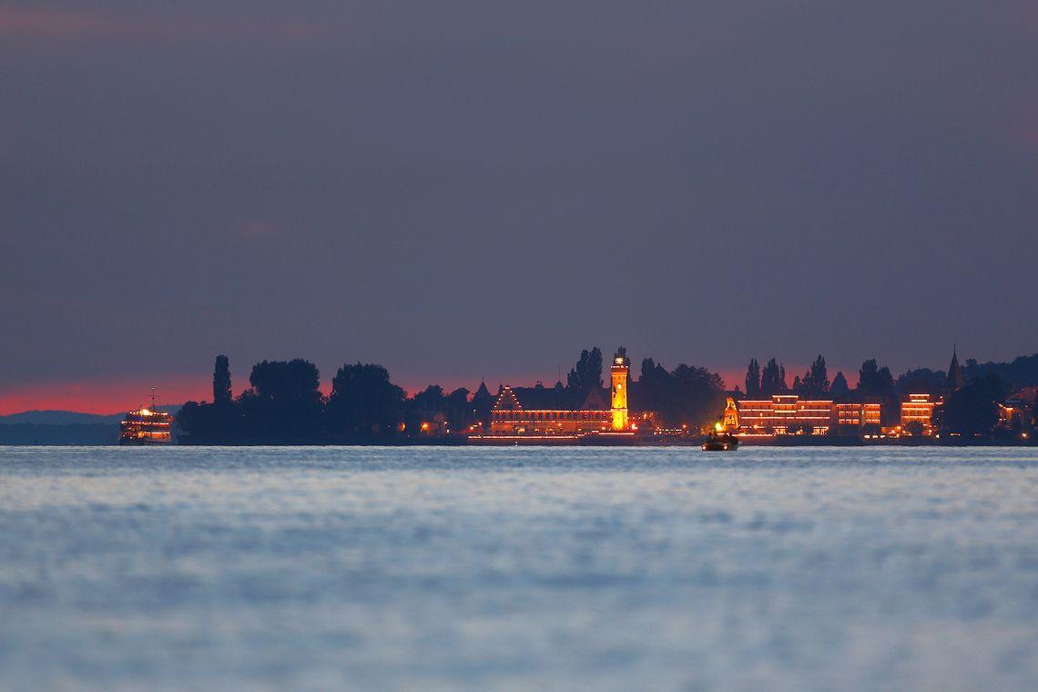 Lindau Hafen bei Nacht  - © Achim Mende / Lindau Tourismus und Kongress GmbH , Kur- und Tourismusbüro Oy-Mittelberg