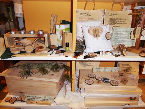 Zirbenprodukte  - © Christina Frommknecht , Kur- und Tourismusbüro Oy-Mittelberg