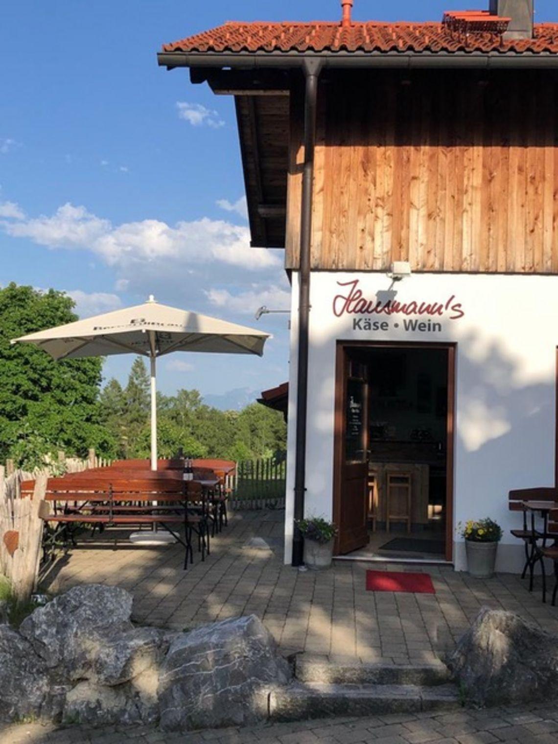 Eingangsbereich Hausmanns' Käse & Wein  - © Cathrin Hausmann , Kur- und Tourismusbüro Oy-Mittelberg