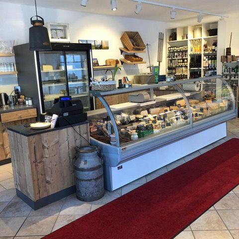 Innenbereich Hausmanns' Käse & Wein  - © Cathrin Hausmann , Kur- und Tourismusbüro Oy-Mittelberg