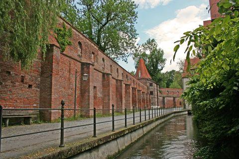 Stadtbach mit Stadtmauer  - © Günter Walcz / Stadtinformation Memmingen , Kur- und Tourismusbüro Oy-Mittelberg
