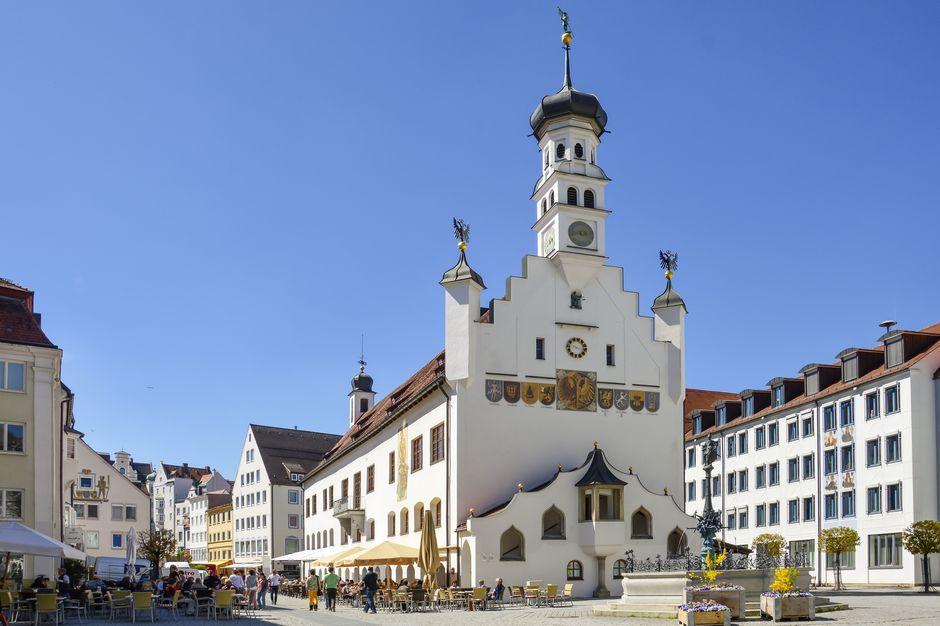 Rathaus mit Rathausplatz  - © Kempten Tourismus , Kur- und Tourismusbüro Oy-Mittelberg