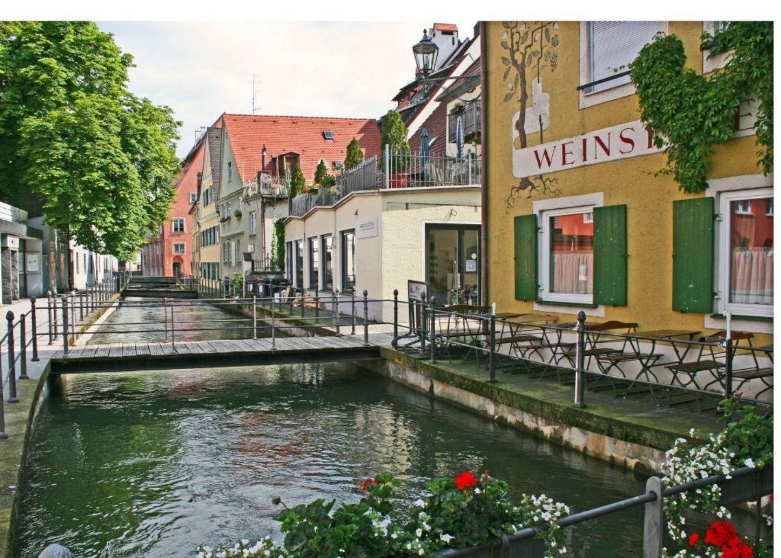 Stadtbach mit Weinstube  - © Günter Walcz / Stadtinformation Memmingen , Kur- und Tourismusbüro Oy-Mittelberg