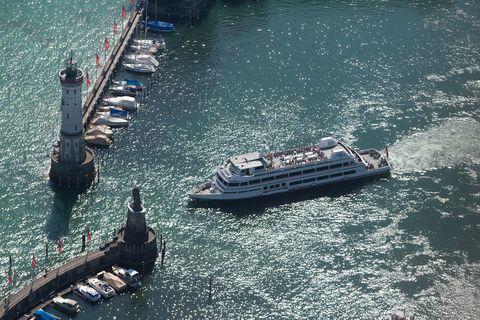 Lindau Hafeneinfahrt Boot  - © Achim Mende / Lindau Tourismus und Kongress GmbH , Kur- und Tourismusbüro Oy-Mittelberg