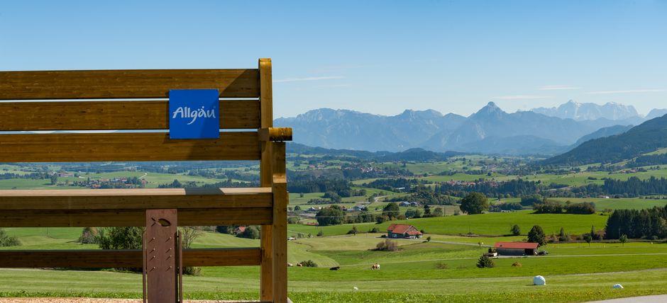Wanderbank Allgäu Panorama  - © Kees van Surksum , Kur- und Tourismusbüro Oy-Mittelberg