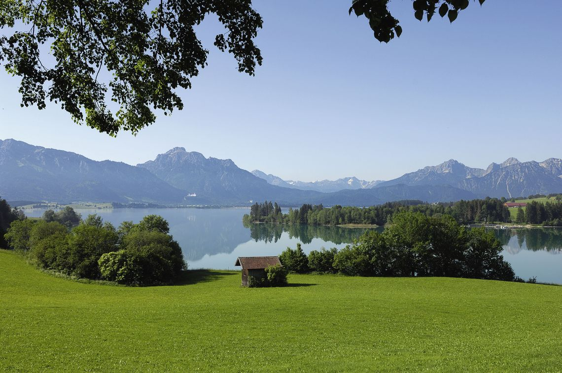 Forggensee bei Füssen im Allgäu mit Alpenpanorama  - © Füssen Tourismus und Marketing / www.guenterstandl.de , Kur- und Tourismusbüro Oy-Mittelberg